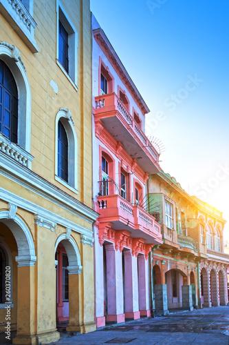 Poster de jardin Havana bright houses on the street of old Havana, Cuba