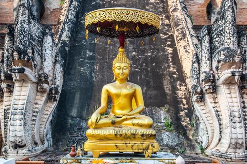 Fotografia  Buddha statue inside Wat Chedi Luang temple in Chiang Mai, Thailand
