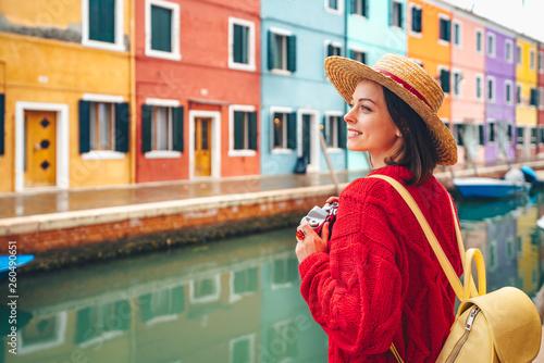 Fotomural  Beautiful girl in Italy