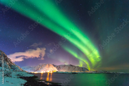 Foto auf Gartenposter Nordlicht Northern lights at night against the backdrop of beautiful see in Norway in the Lofoten Islands