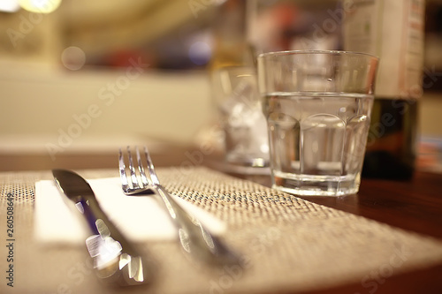 Fotografía  serving in the restaurant, fork and knife / interior view of the restaurant with