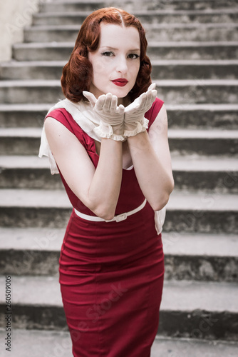 Photographie  red haired vintage woman make a kiss