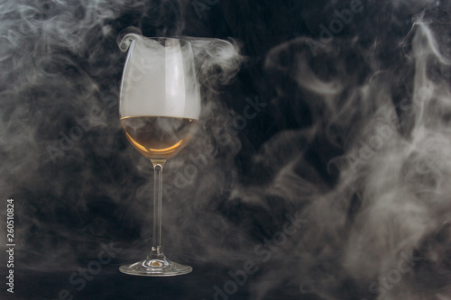 Photo  a glass of white wine on a black background