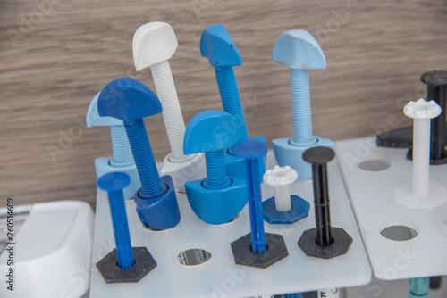 jeringas y elementos médicos para curación en consultorio dental Canvas Print