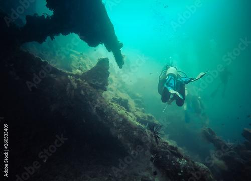 Foto  plongeurs sur une épave