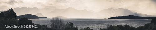 Cadres-photo bureau Cote rainy day at Lake Te Anau, New Zealand