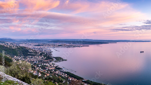 Poster Lichtroze Panoramic view of the beautiful city of Trieste in Italy