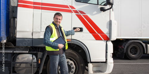 Fotografía  happy trucks driver in front of container delivery truck