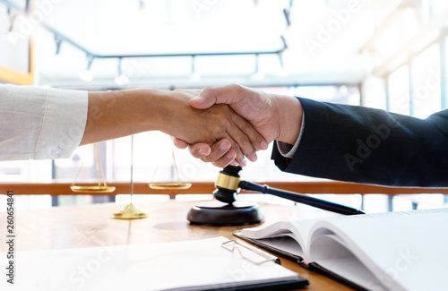 Photo  Lawyer or judge  with gavel and balance handshake with client