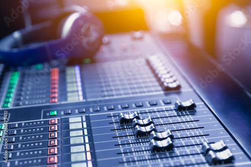 Pinturas sobre lienzo  Music mixer sound recording engineer control desk for dj at stage show