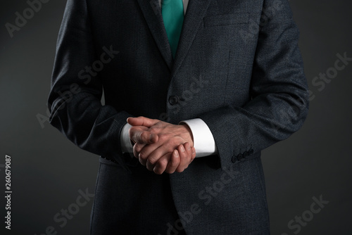 Photo Businessman with a crossed arms on a gray background