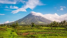 Mount Mayon Volcano Time Lapse...