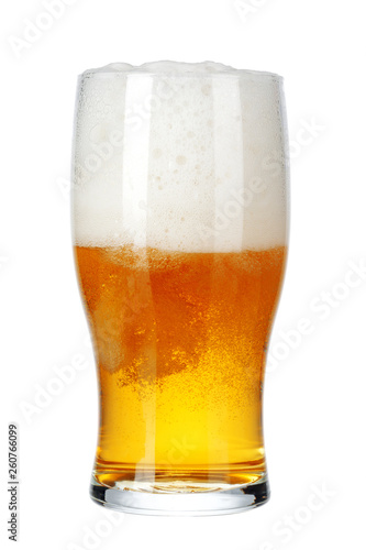 Poster de jardin Bar Single glass of beer close up isolated on white background