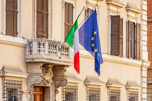 Carta da parati Italian and european union flags in Rome