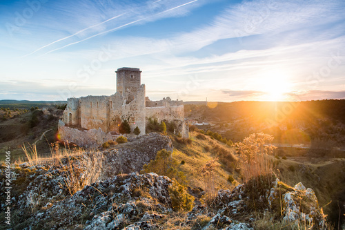 Cadres-photo bureau Con. Antique ruined castle at soria countryside, Spain
