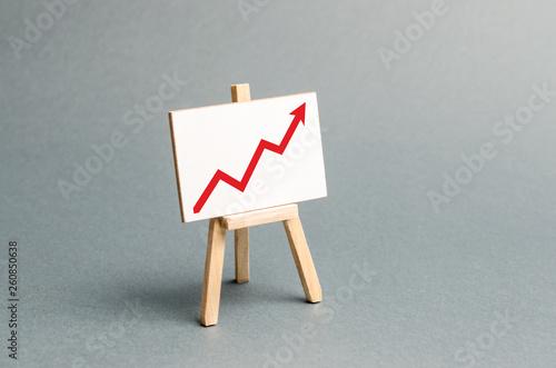 Fotografía  Rack with a red arrow up