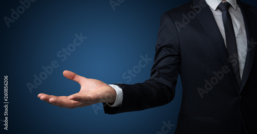 Fotografía  Businessman without head holding something without theme