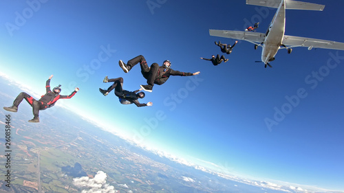 Foto  Skydivers having fun