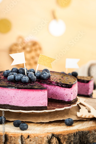 Fotografía  Delicious homemade blueberry cheesecake decorated with jelly