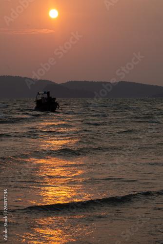Foto op Plexiglas Water Motor sporten Sunset Boat
