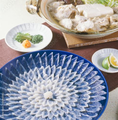 てっさ・てっちり (thinly sliced fugu and hot pot it) Wallpaper Mural