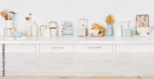 Fotografía  Empty wooden board with copyspace on defocused kitchen counter background
