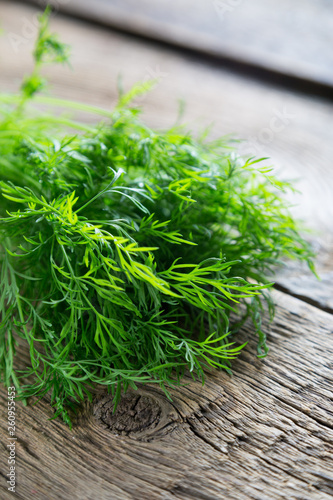 Fotomural Fresh dill on a wooden table