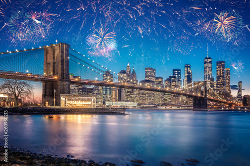 Photo  Stunning Fireworks Over New York City And The Brooklyn Bridge