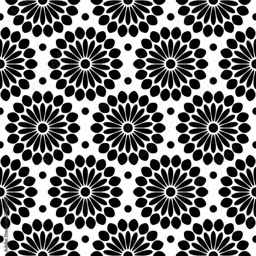 niekonczacy-sie-wzor-streszczenie-kwiaty-czarno-biale