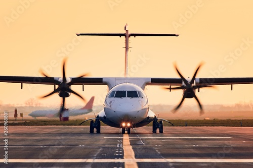 Fotografering Front view of propeller airplane