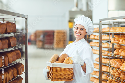 Tela A baker woman holding a basket of baked in her hands at the bakery