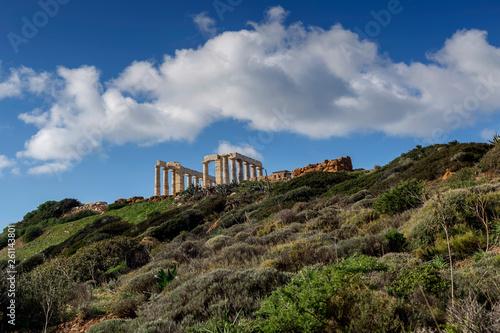 Foto  Cape Sounion and archaic-period temple of Poseidon (Lavreotiki municipality, East Attica, Greece)