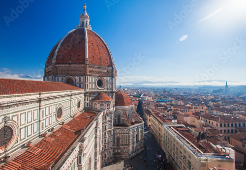 Photo Stands Florence View of the Cathedral Santa Maria del Fiore in Florence, Italy