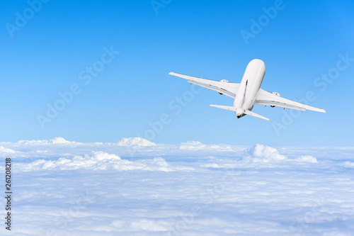 Poster Avion à Moteur Airplane flies high in the sky on a sunny day, Vacation travel concept.