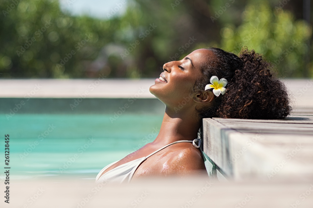 Fototapeta Beautiful african woman in pool relaxing