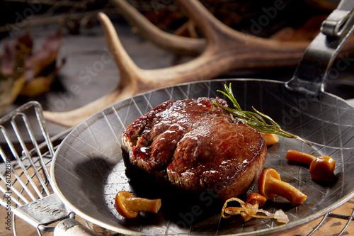 Obraz na plátně  Thick juicy grilled wild venison steak