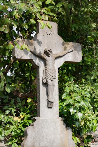 Croix sur une tombe Fototapet