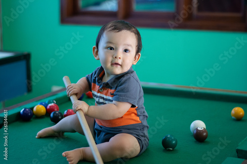 Canvas Print Baby boy playing snooker