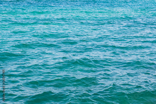 Photo  tropic sea blue water surface with small waves natural background