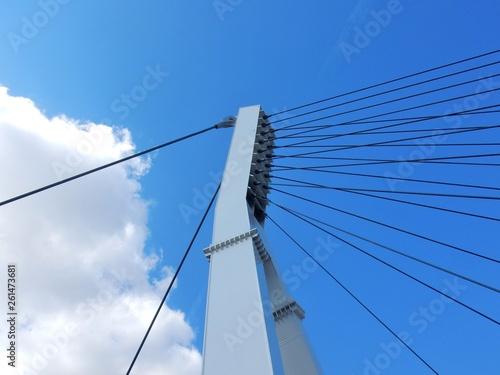 Fototapeta premium Benevento - szczegół pylonu podwieszonego na linie