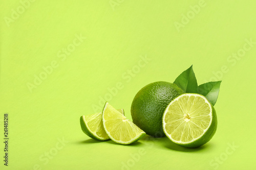 Limes on green background copyspace Fototapete
