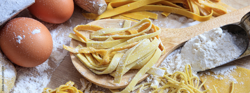 Fototapeta Fresh pasta homemade preparation, closeup view, banner
