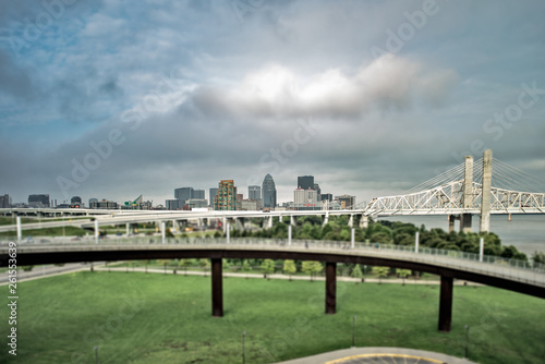 Louisville Kentucky clouds from big four bridge Fototapete