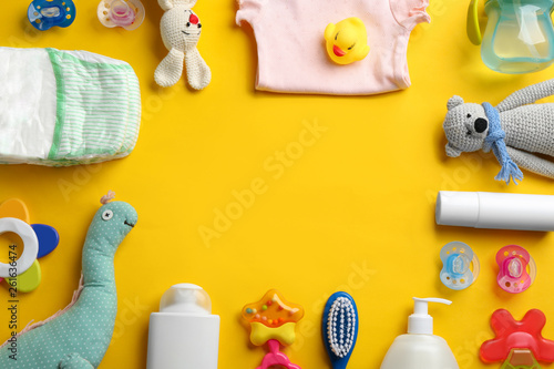 Fotografía  Flat lay composition with baby accessories and space for text on color backgroun
