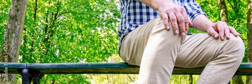 Foto auf AluDibond Gelb Schwefelsäure Man sitting on the bench in beautiful summer park.