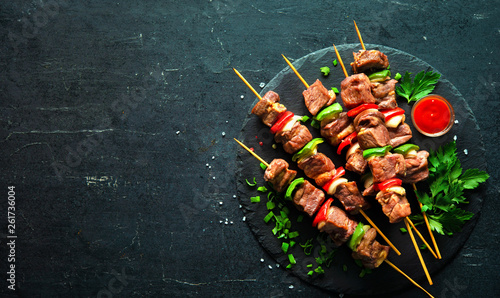 Pinturas sobre lienzo  Grilled meat and vegetables on skewers