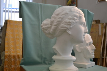Gypsum head for artist's training