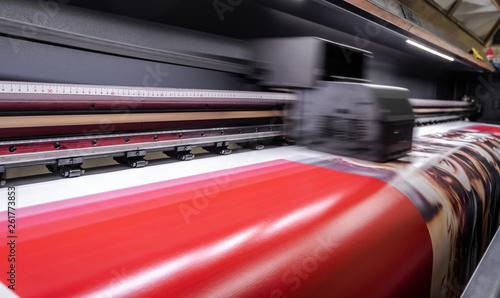 Fototapeta Large format digital printing machine and moving print head obraz
