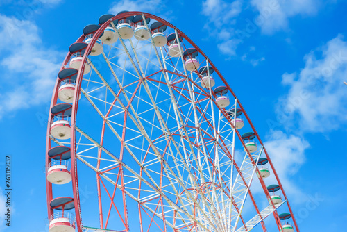 Foto  Ferris wheel against a cloudy sky