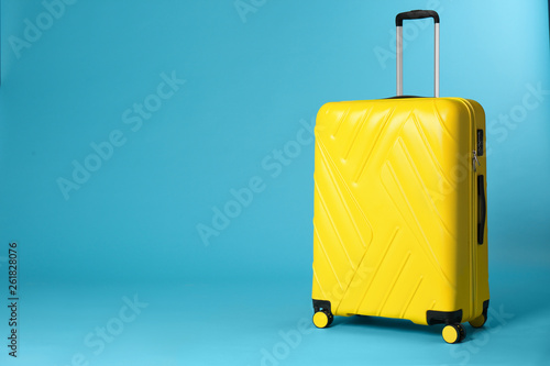 Cuadros en Lienzo Stylish suitcase on color background. Space for text